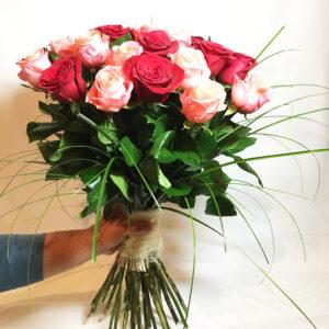 Kytica 31 červených a korálových ruží