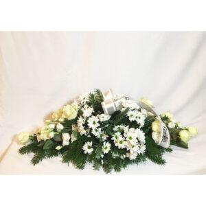 Čačinová ikebana z ruží a chryzantém