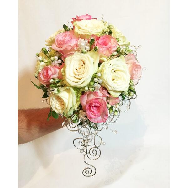Elegantná svadobná kytica s perličkami
