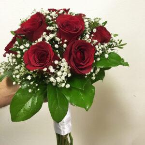 Klasická svadobná kytica z červených ruží4