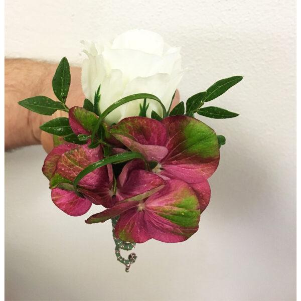 Kombinovaná kytica z bielymi ružami