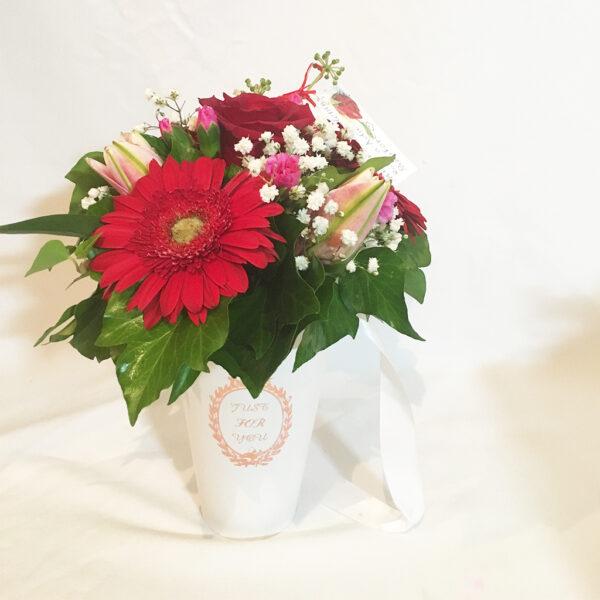 Kvetinový box s gerberou a láliou