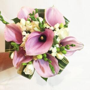 Svadobná kytica s rúžovými kalami