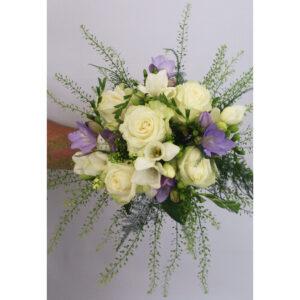 Svadobná kytica z frézií a ruží