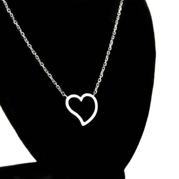5 červených ruží s náhrdelníkom v tvare srdca