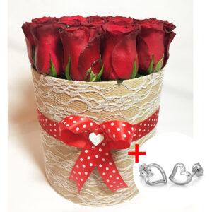 Kvetinový box z 18 ruží so srdiečkovými náušnicami